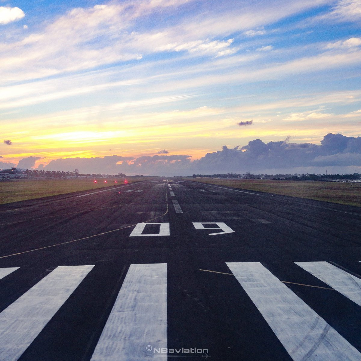 📸10 Aug 13 ✈️🇮🇩 An early wake up call is well worth it when the morning sky showcases it's brilliance of colours. Lining up for #takeoff runway 09 Bali. #sunrise #love #passion #weather #indonesia #bali #denpasar #piano #threshold #runway #golden #sky #Throwback #memory https://t.co/3jkKnJdEvJ
