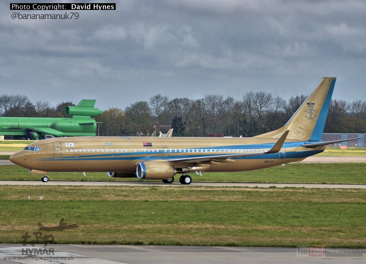 Sultan of Johor Golden Boeing 737BBJ arriving at London Stansted Airport. Check out the landing here ✈🎦 https://t.co/bhqdm8rXC1  #johor #malaysia #GOLD #golden #planes #youtube #video #vids #airport #boeing737 https://t.co/MO1E8t0g12