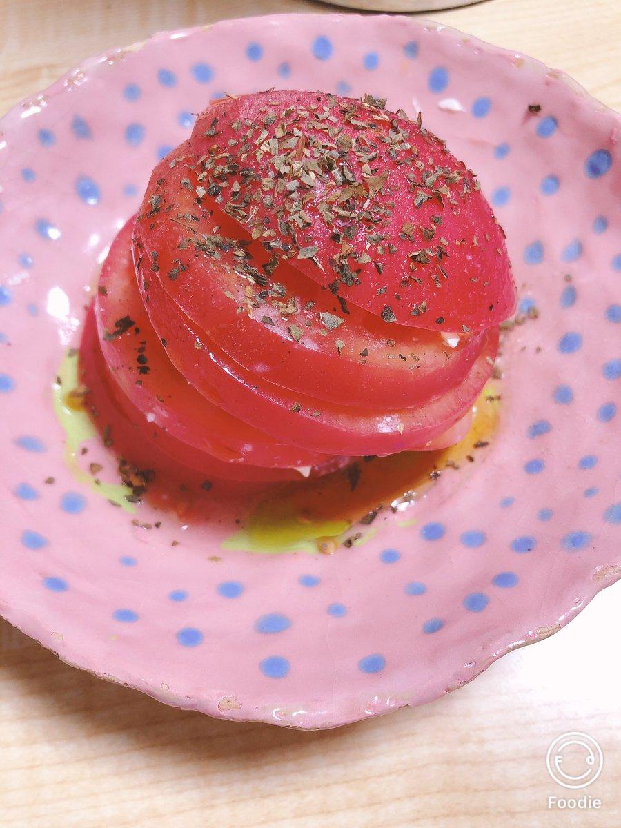 10月1日の夜ご飯2枚目見た目悪くてm(。>__<。)mごめんた3枚目に関してはばぁちゃんが作った鮭のフライ。トマトはハンバーガーみたいにトマト、クリームチーズ、トマトって挟んで行った美味しかった4枚目十五夜 #フォロー返し  #料理好きな人と繋がりたい  #おうちごはん #料理好き  #夜ご飯  #十五夜 https://t.co/mihxnMBWPV