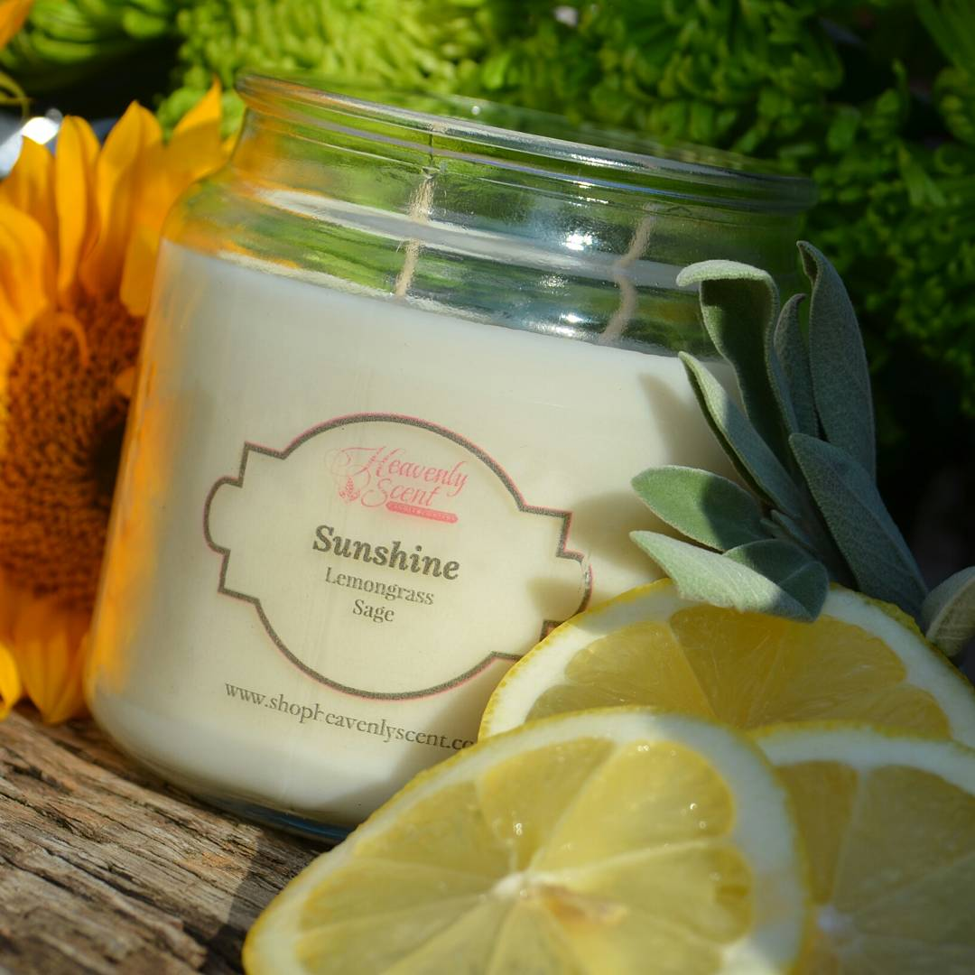 This is a highly fragrant #lemongrass & sage scent.  It will make you reminiscence about those Saturday morning house cleanings from your childhood 🌻 #candles #candle #lemon #fresh #clean #love #fav #favorite #home #wfh #wfhlife #fall #fallscents #fallvibes #shopsmall #shop https://t.co/oNsNi61l7Q