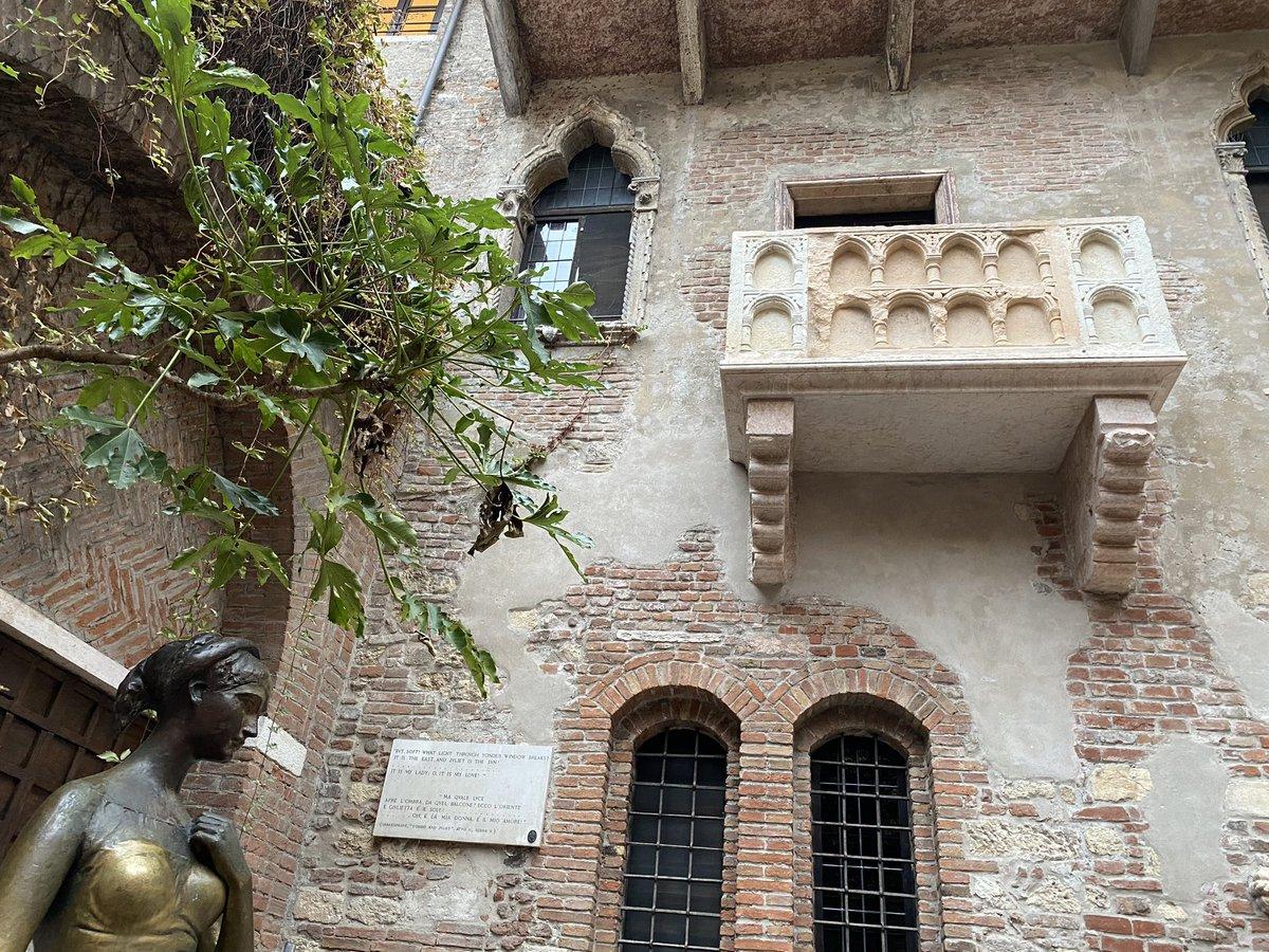 Mehr als nur ein Balkon... 😉🇮🇹#shakespeare #romeoegiulietta #arenadiverona #stadtderliebe #verona #bellaitalia https://t.co/tHURXMhIqA
