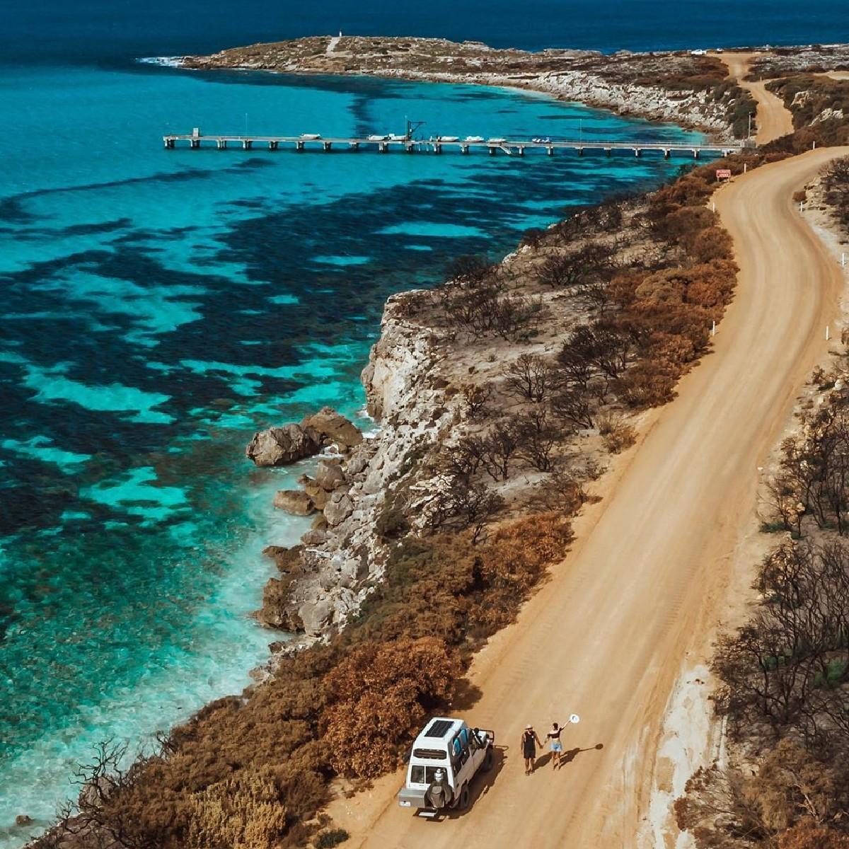 #travel Australia: Yep, the water surrounding #KangarooIsland really is this blue! 💙   IG/_aswewander captured the striking electric blue ocean of #VivonneBay during a #roadtrip around #KangarooIsland, just a 45-minute @SealinkKIferry ride from main… https://t.co/9Evg4qHlw3