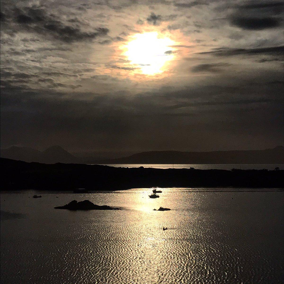 Goodnight #goodnight #sunset #nc500 #vanlife #inavanwithaverylooseplan #roadtrip #ontheroad #headspace #dadsandladsontour #lifesbetterbythesea #wildswimming #wildcamping #ifeverybodyhadanocean #bluemind #keepyourdistance #willbetuckedupbyten https://t.co/F1FakBfNYc