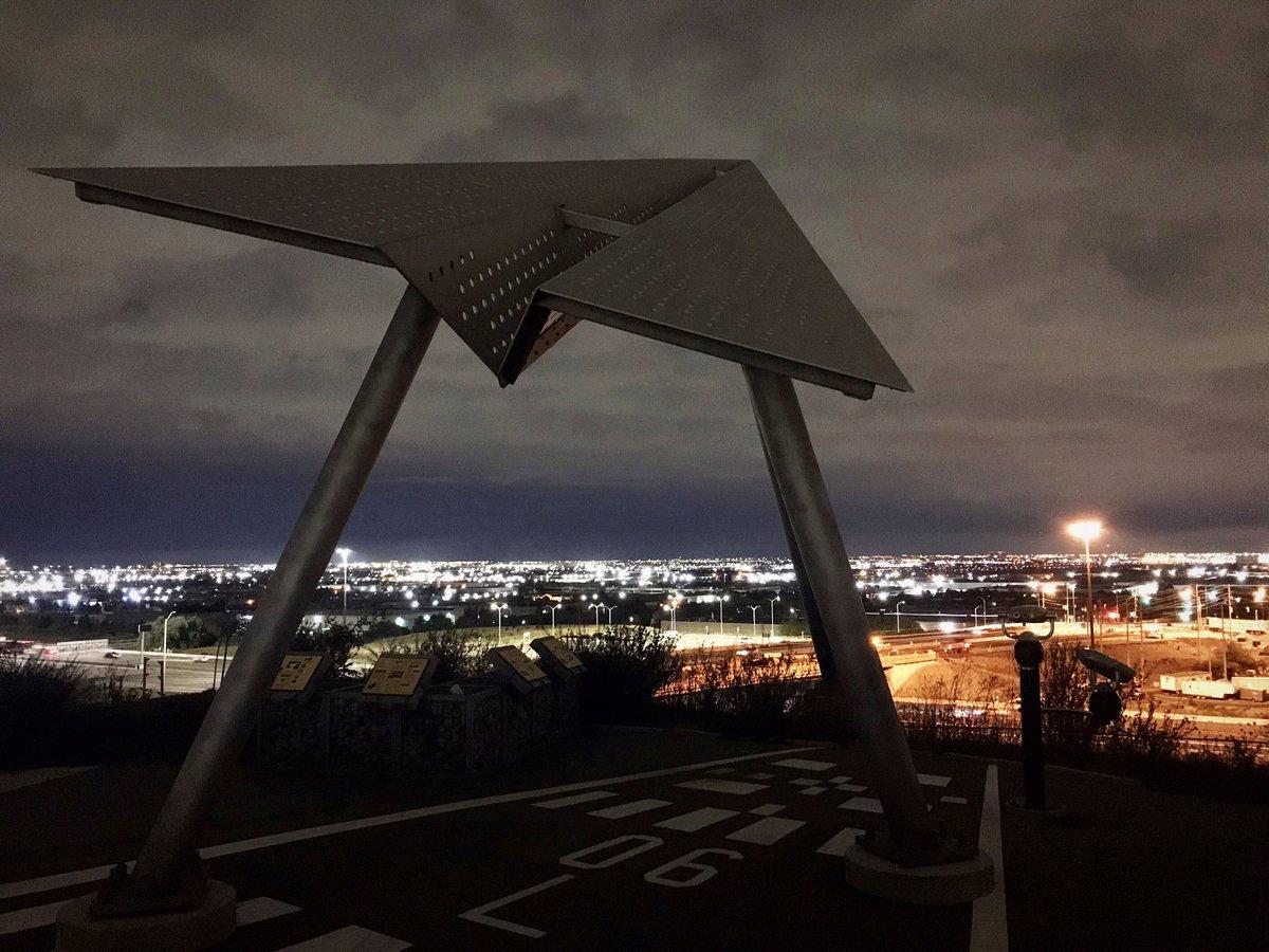 The #DanvillePark #airplane viewing platform at night. No planes.  #airplanes #airport #Toronto #PearsonAirport #Mississauga #GTAA https://t.co/pUVWmFtabe