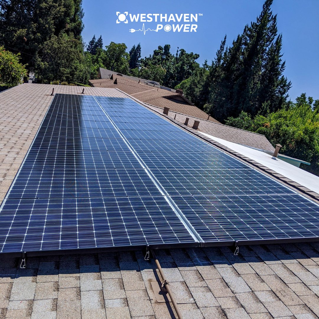 This nice long line of panels didn't take long to get done thanks to our skilled and dedicated installation team! #solarenergy #energystorage #westhavenpower https://t.co/hLIyAlycZZ