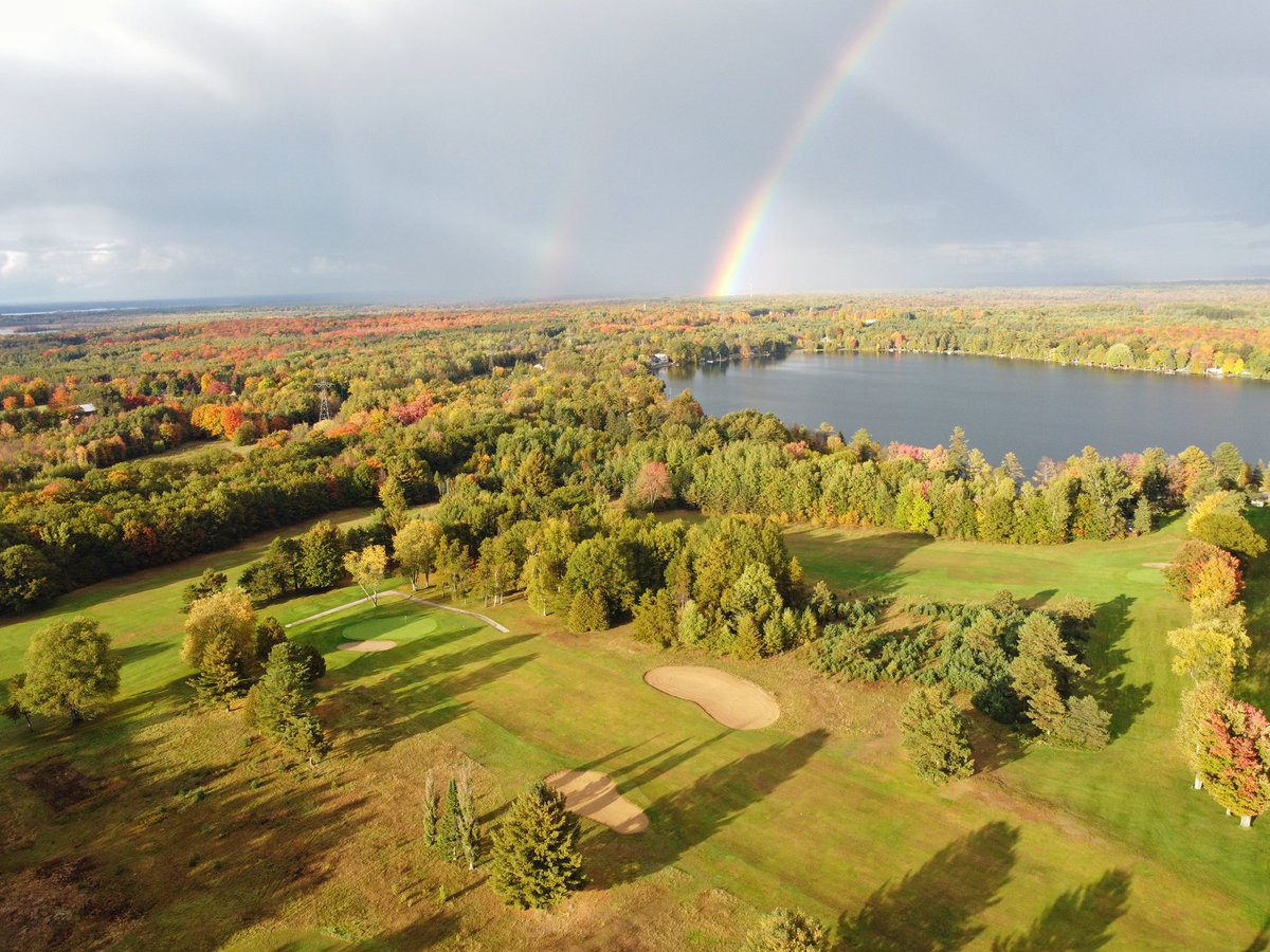 It doesn't get much better than fall golf with rainbows 🌈 https://t.co/eKf10wqFOZ