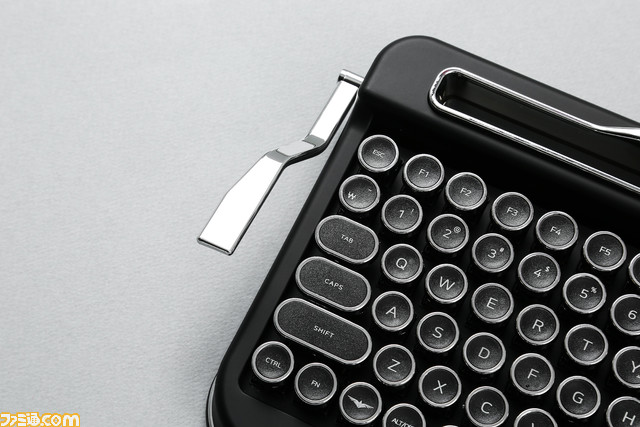 打字機型無線鍵盤 EjSDuu8UwAAPNeT