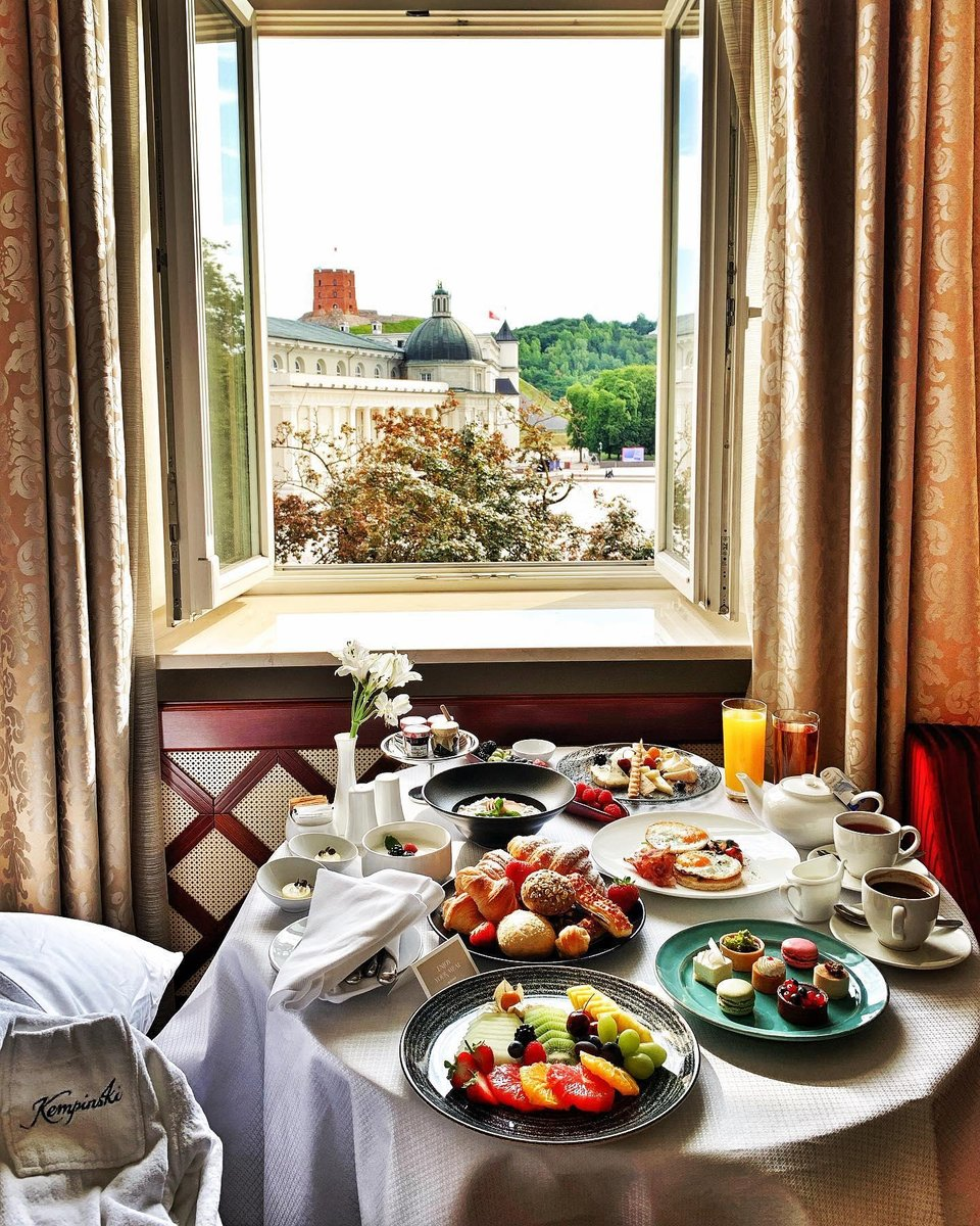 What do you think of this breakfast with a view, at @KempinskiVln ? #Kempinski #KEMPINSKIDISCOVERY #DiscoveryLoyalty https://t.co/xfdDUjGKP6