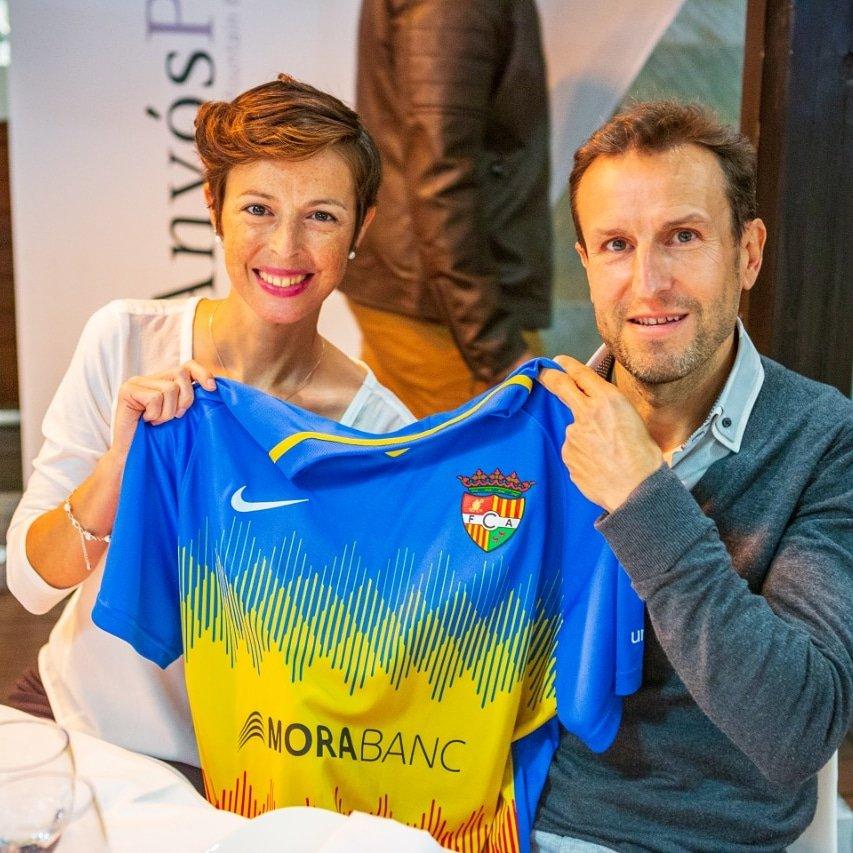 Feliç de poder veure inaugurada la nova equipació del @fcandorra. Molta sort i èxits en aquesta nova temporada.  #mesqueunpais #fcandorra #somtricolors #mesviusquemai #futbol #andorra