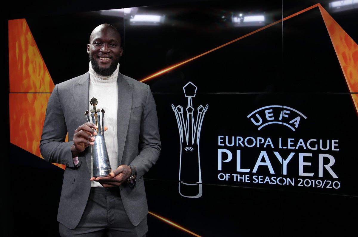 🏵️ | MVP  La giuria composta dagli allenatori dei 48 club presenti nella passata fase a gironi e da 55 giornalisti ha deciso: è @RomeluLukaku9 il miglior calciatore della Europa League 2019/20 👏  Le sue parole all'@UEFAcom_it 👉