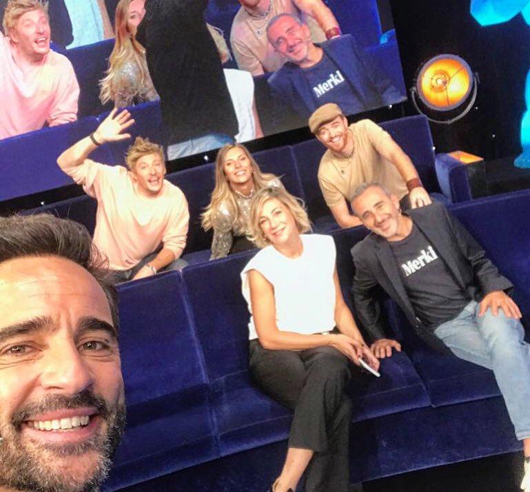 On se retrouve ce soir à 23h10 pour un #VTEP de folie !!!!!  Vous avez le temps de venir me voir à 19h30 au Trévise, et vite rentrer pour voir VTEP sur @TF1 avec @Arthur_Officiel et cette belle équipe 😁😜 https://t.co/bNoDodqoEV