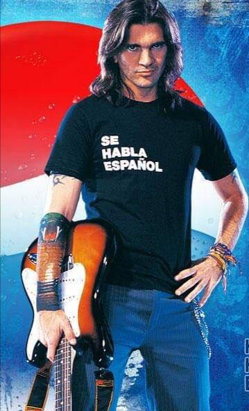 #MiSangre 3er álbum de estudio de @Juanes incluyó sencillos exitosos, entre ellos #LaCamisaNegra el cual fue el más exitoso causando furor alrededor del mundo, también recordamos #Dámelo siendo este utilizado por Pepsi en su campaña publicitaria llamada #SeHablaEspañol