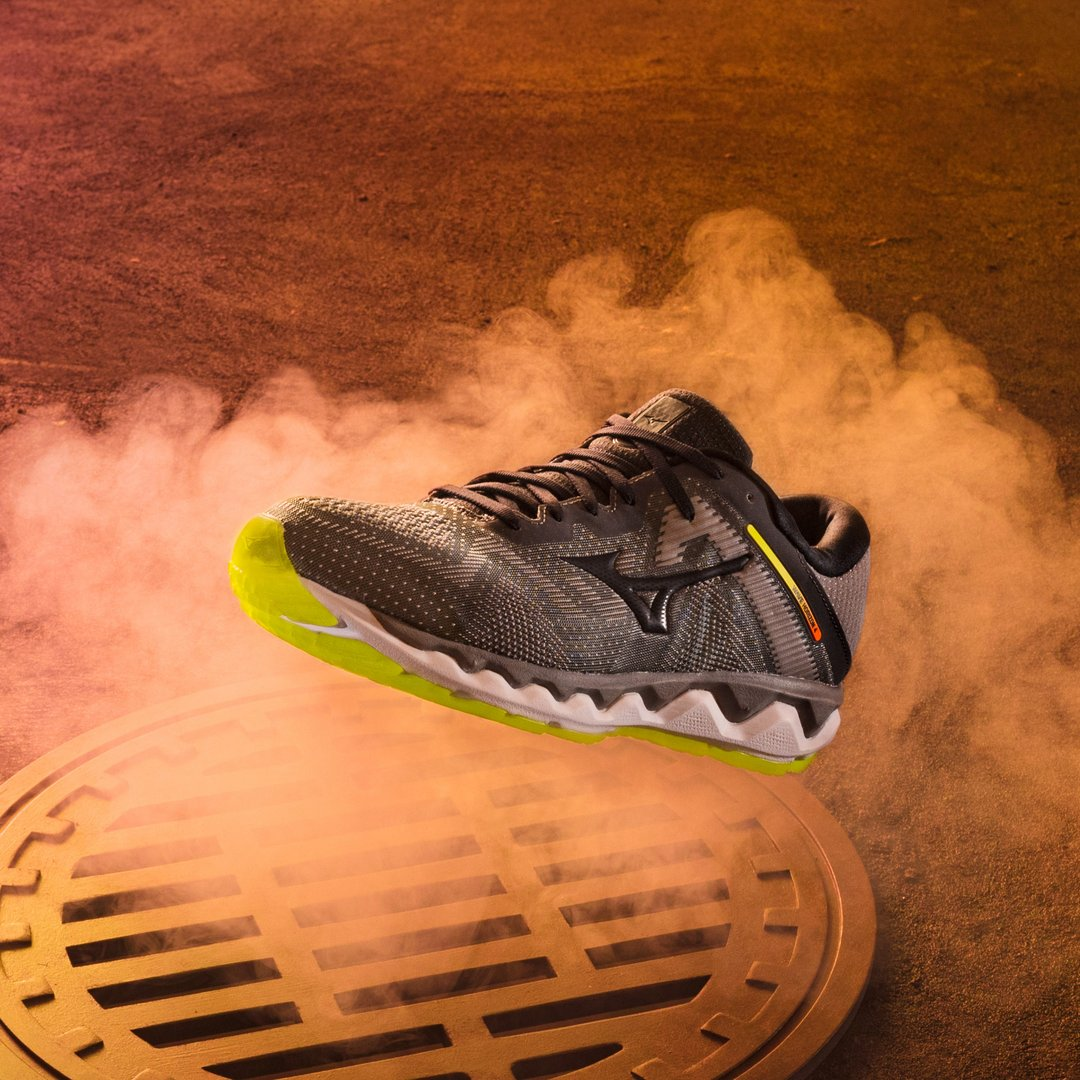 Disfruta al máximo mientras corres con la nueva Wave Horizon 4 🔝 Diseñada para ofrecer un inmejorable nivel de amortiguación, estabilidad y confort a los corredores pronadores. #MizunoEspaña #Running #MizunoRunning #WaveHorizon4 https://t.co/GhIRz2DLoG