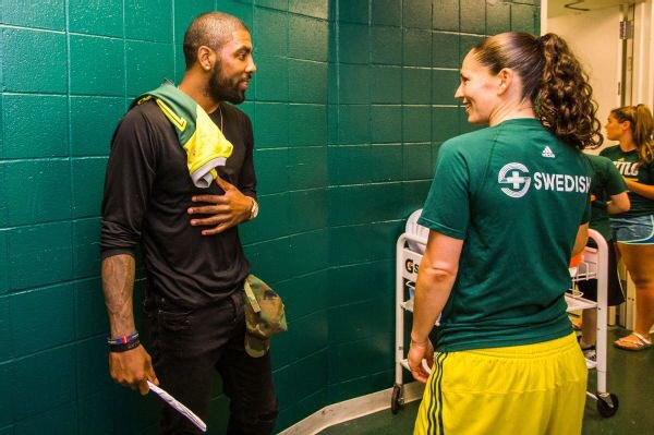 RT @WNBAhana: Kyrie Irving is following in Kobe's footsteps when it comes to the WNBA, love to see it https://t.co/ajk1yGxJ5E