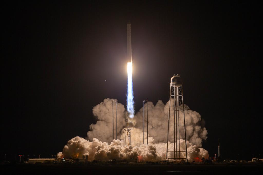 РН Антарес ( с двигателем РД-181) стартовала с космодрома Уоллопс