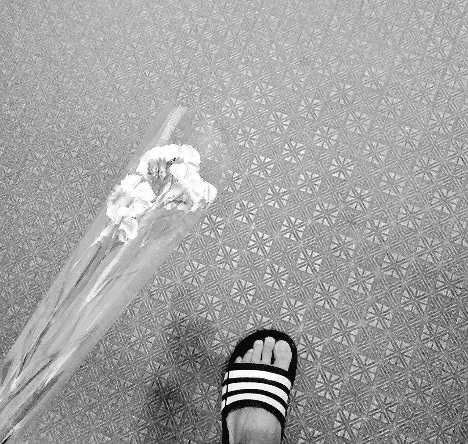 愛を込めて花束を大袈裟だけど受け取って理由なんて「結婚10年目」