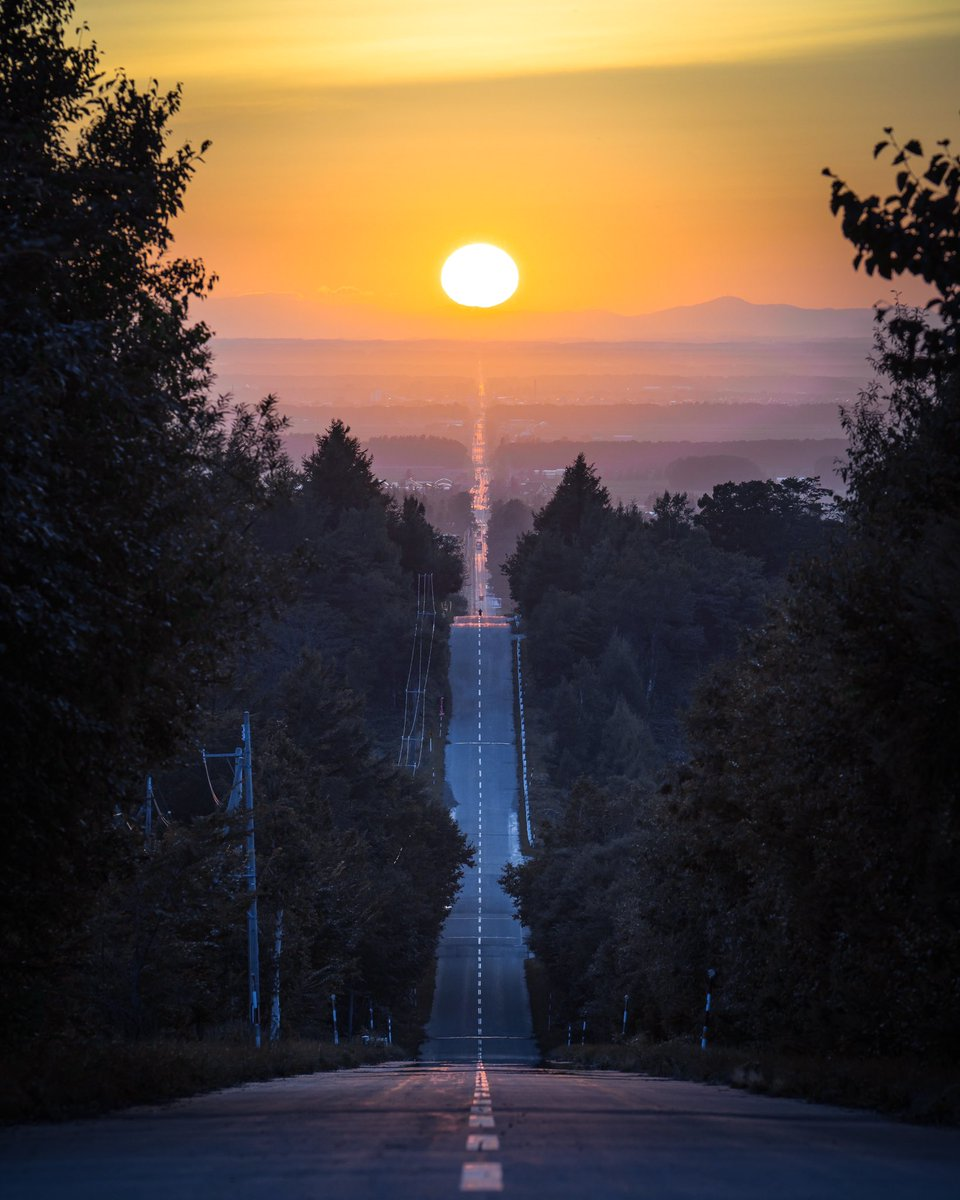北海道斜里町の絶景 天に続く道が天に続いた日。