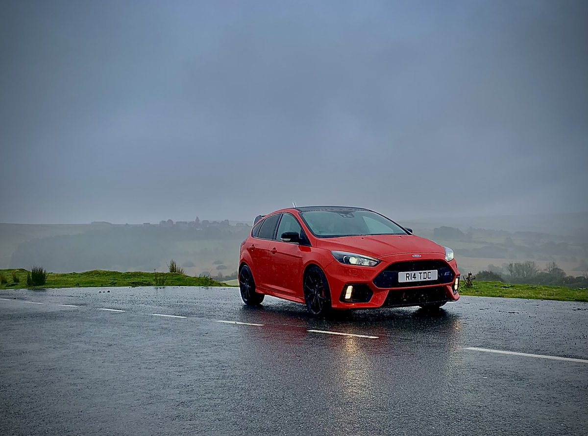 "Son 1 had a theory test today in mid Wales so we took ""Red Beast"" out today.  Lovely bit of tarmac here beside Sennybridge Fiba village. #fordfocusrs #rededition https://t.co/QwsRVt9T7s"