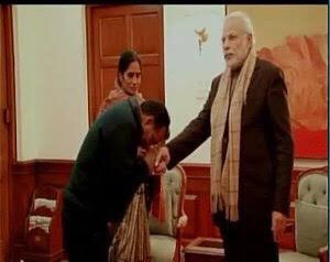 One Photograph is of Narendra Modi meeting the Parents of Nirbhaya while the other is of Rahul Gandhi meeting family of Hathras Victim. The photographs speak for themselves https://t.co/AR9epKOa41