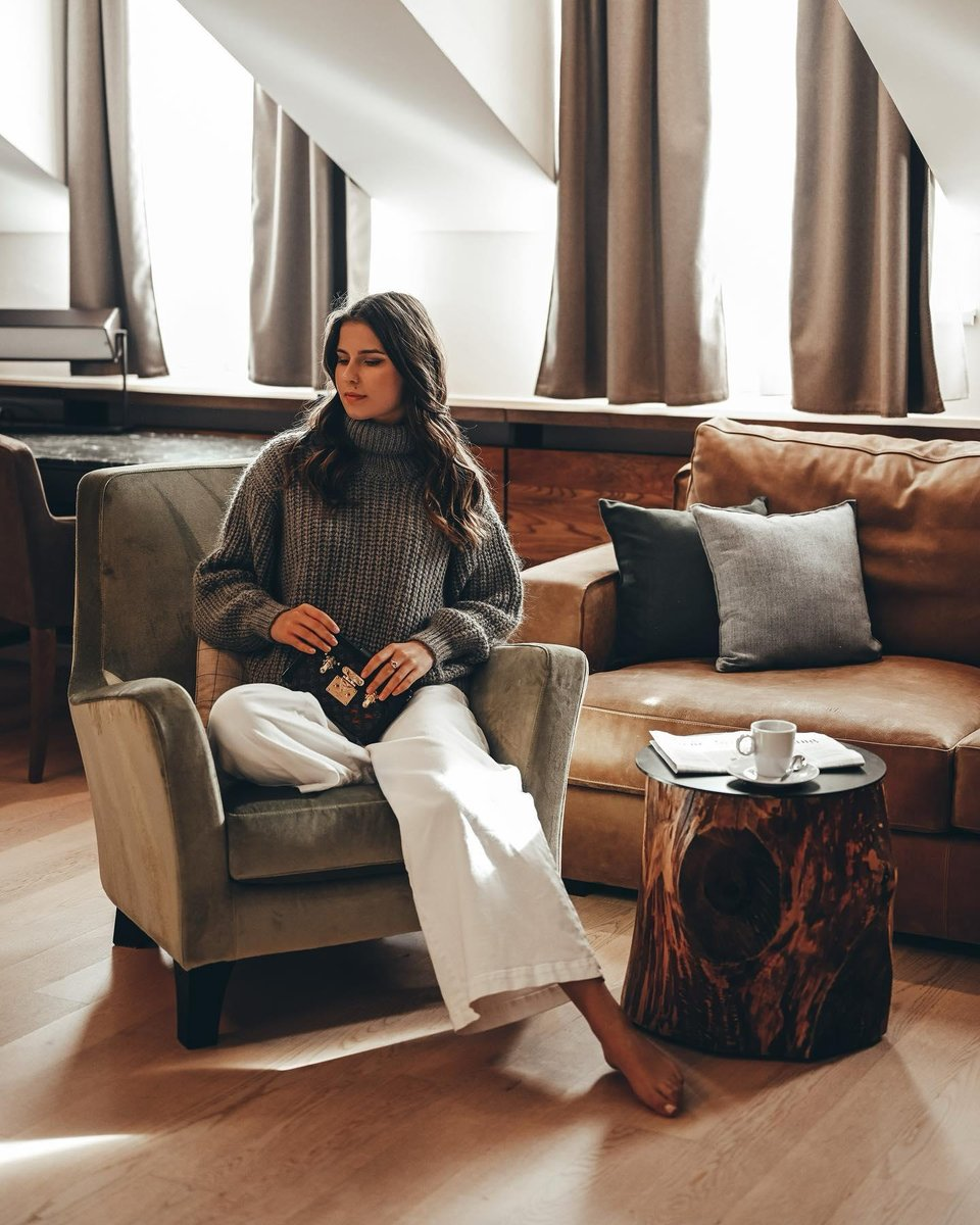 Autumn calls for cosy knits and a hot drink, like here at Kempinski Grand Hotel des Bains St Moritz. #Kempinski #KEMPINSKIDISCOVERY #DiscoveryLoyalty https://t.co/YOtgsekdad