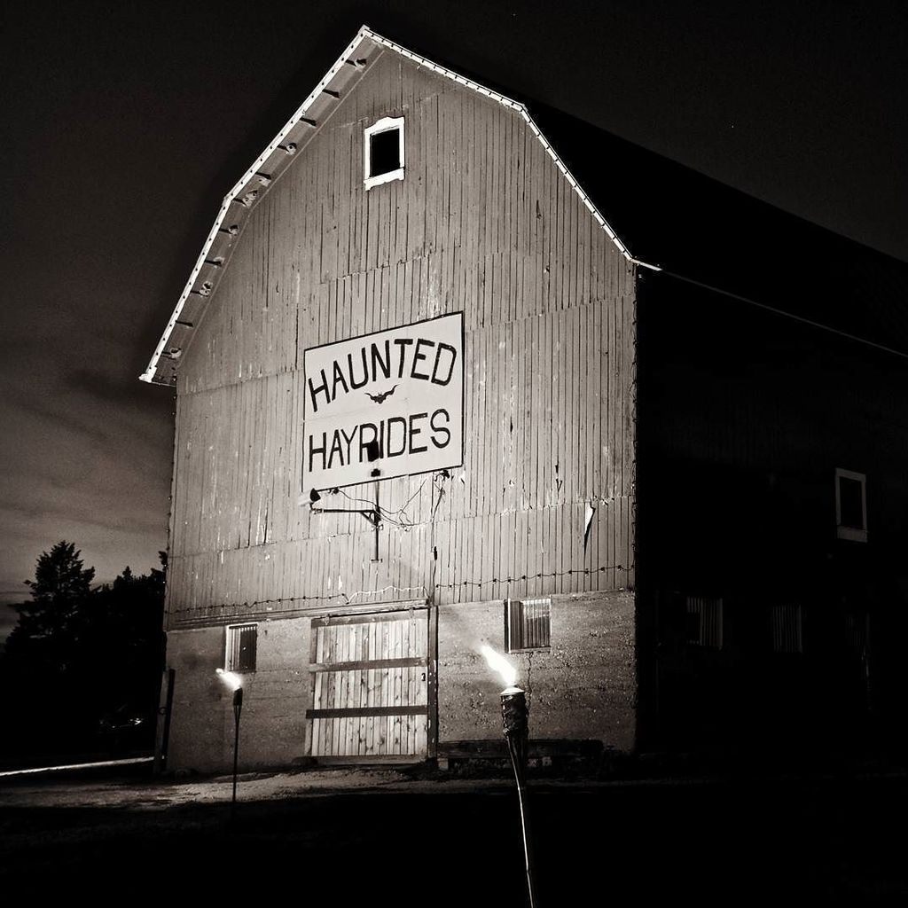 """New and """"boo"""" this year: The Haunted Barn at Dan Patch Stables. It's open every Friday and Saturday from 6-11 pm. Tickets ($10; free for ages under 5) sold at the door the night of on a first-come, first scared basis. More info: https://t.co/aAbB1uDHMN https://t.co/wfD72ecJt3"""