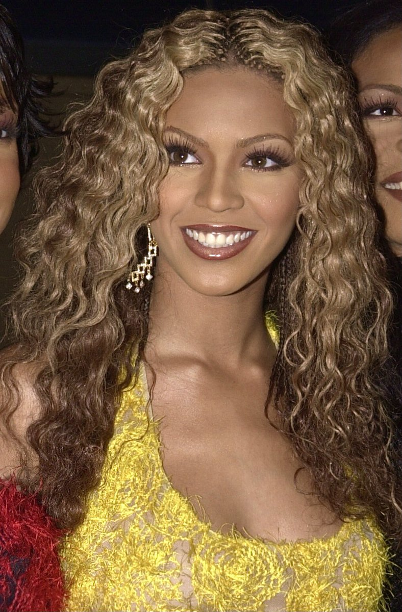 Beyoncé at the 2000 Billboard Music Awards