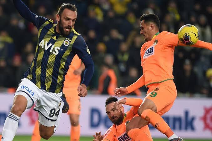 Geçen sezon Alanyaspor ile oynadığımız mücadelede, bugün Lemosa verilen penaltının aynısını Mustafa Pektemek yapmış, penaltı vermemişti...