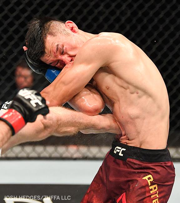 Getting kicked in the ribs by @ckmma135 does not look like fun 😬 #UFCFightIsland4 https://t.co/CjTQDBIQWg