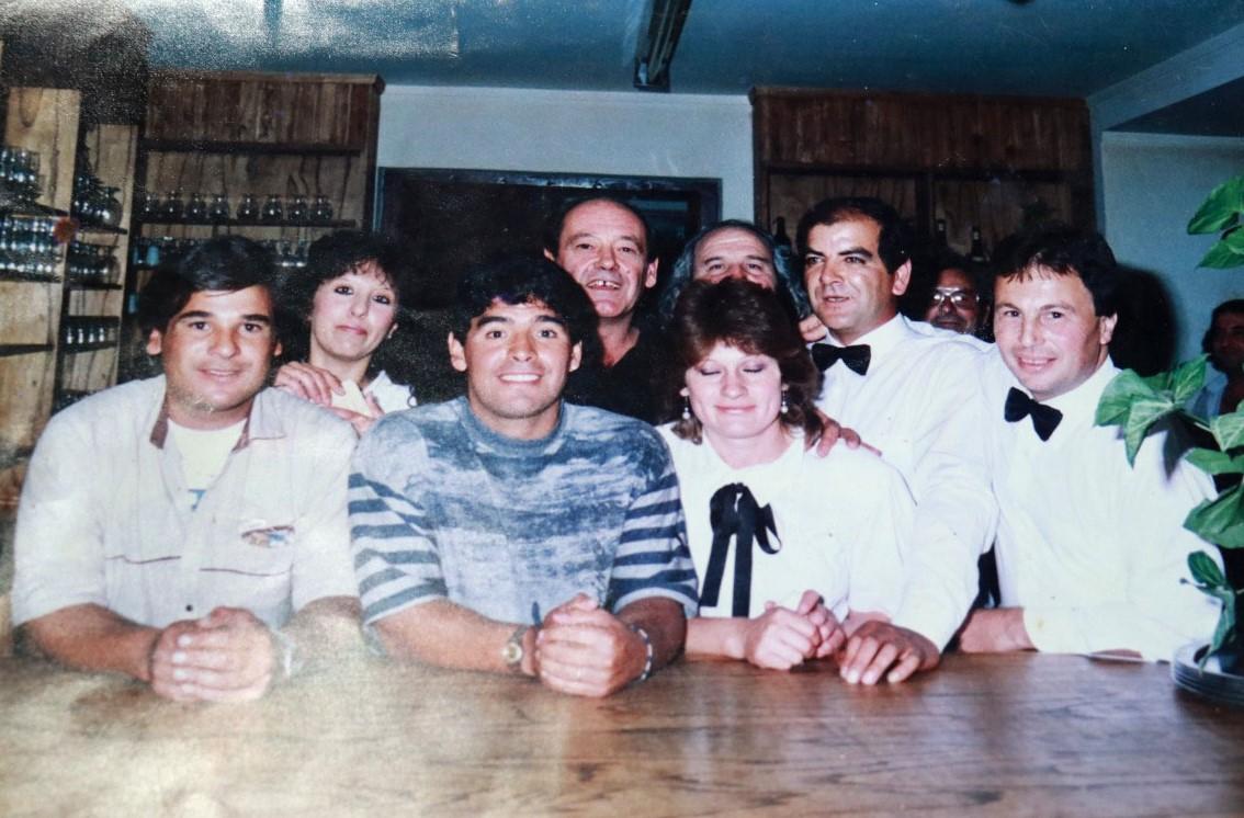 """Roberto Parrottino on Twitter: """"El 27 de febrero de 1992, en Tres Arroyos,  Diego Maradona jugó un partido a beneficio de """"Caminemos Juntos"""", un centro  de ayuda a niños discapacitados. Con un"""