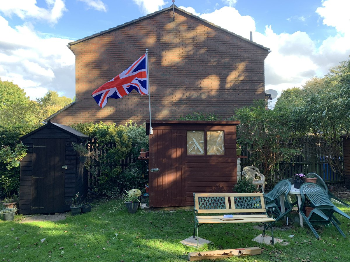 Sometimes you have to fly the Red, White and Blue #unionflag #manshed https://t.co/VjJvSjAzZU