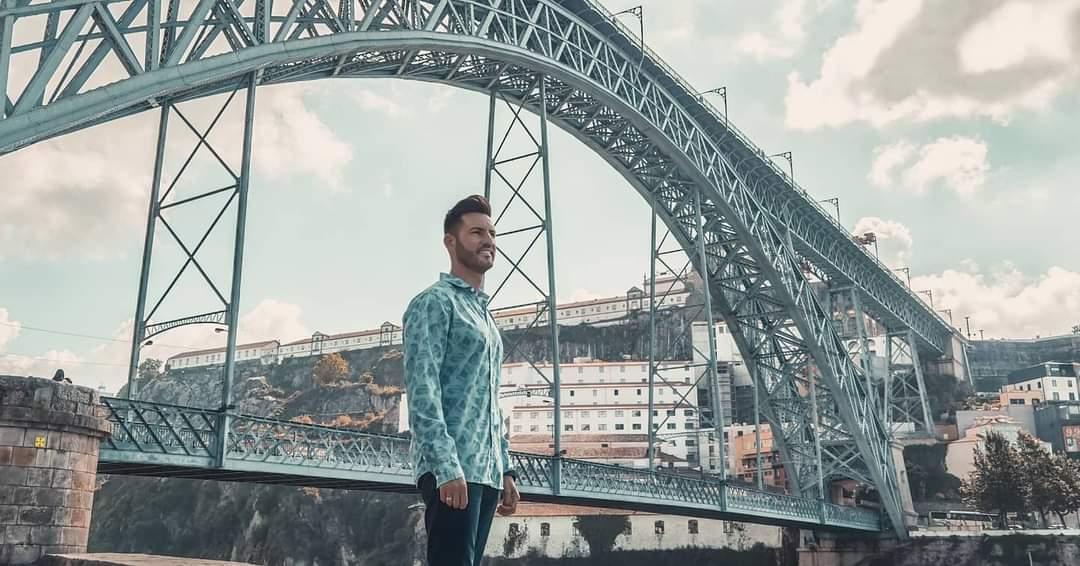No esperes tenerlo todo para disfrutar de la vida, ya tienes la vida para disfrutar de todo. . . . . #productor #cantante #travel #eventos #oporto #portugal #viajero #guitarra #soñador By @ASanchez_of https://t.co/9o5avprsCF