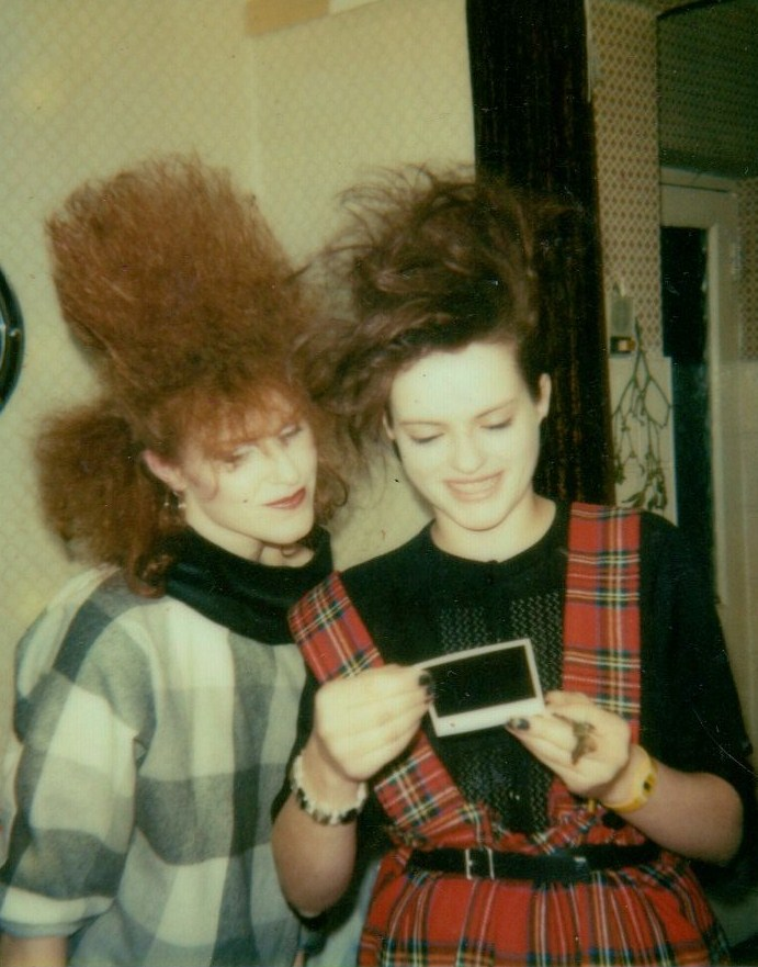 @peoplearchive @britcultarchive Loving the beehive. Heres me and a mate doing early 80s versions!