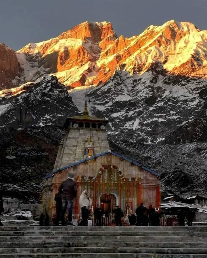 #Golden moments ❤️ #Kedarnath_Temple, #हर_हर_महादेव 🙏  #Uttarakhand #uttarakhandheaven   #nature https://t.co/GMIx9Upho9