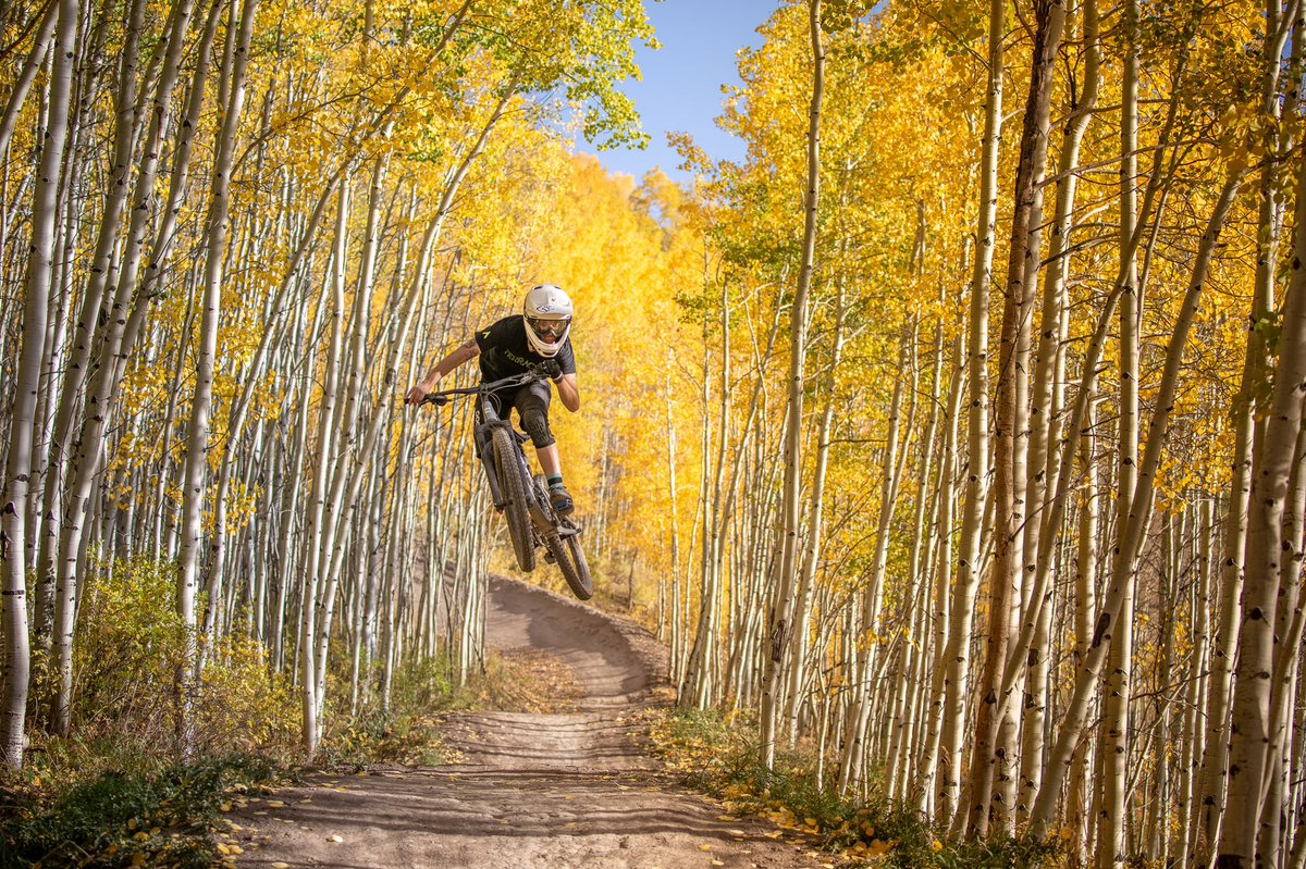 Come celebrate closing day of the best summer yet in the Snowmass Bike Park. Connect with friends, ride some fresh trails (and old favorites) and enjoy the perfect fall weather. Who knows, we might even have some surprises in store for you. ( 📷 : Sam Ferguson ) https://t.co/t7FPrvwDYA