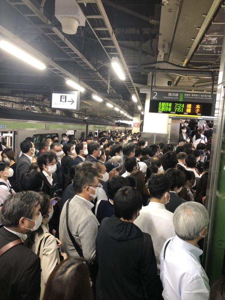 JR横浜線は人身事故で現在も運転を見合わせ中 なお町田駅はこんな状況