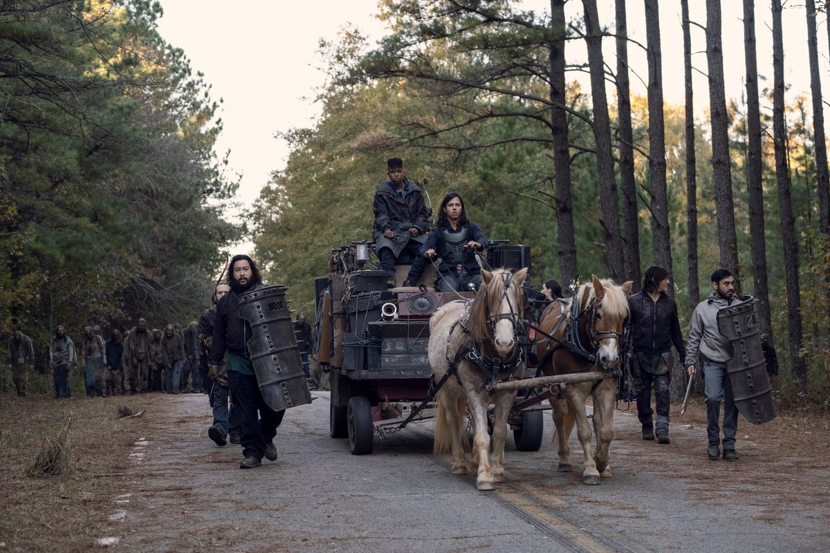 RETWEET if you're watching #TWD The Whisperer War The Final Showdown right now!