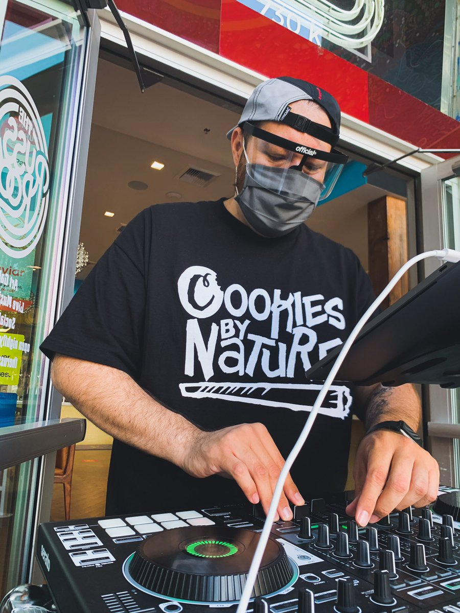 Huge thanks to @solomonsdelicatessen for having me out to rock their Brunch time event. I'm looking forward to the next one scheduled for Sunday October 18th!! Til then, keep it funky!! 🥯 #solomons #sacramento #fresh #bagel #brunch #beats #funk #faceshield #official #dj https://t.co/ld7UiS3Hjc