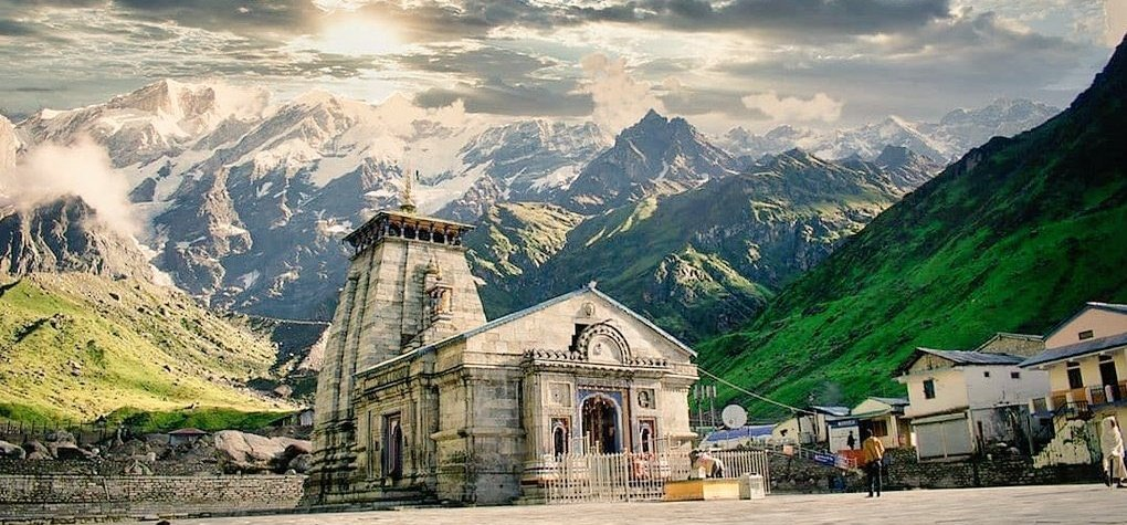 #Golden moments ❤️ #Kedarnath_Temple, #हर_हर_महादेव 🙏  #Uttarakhand #uttarakhandheaven   #nature https://t.co/01xppn1eos