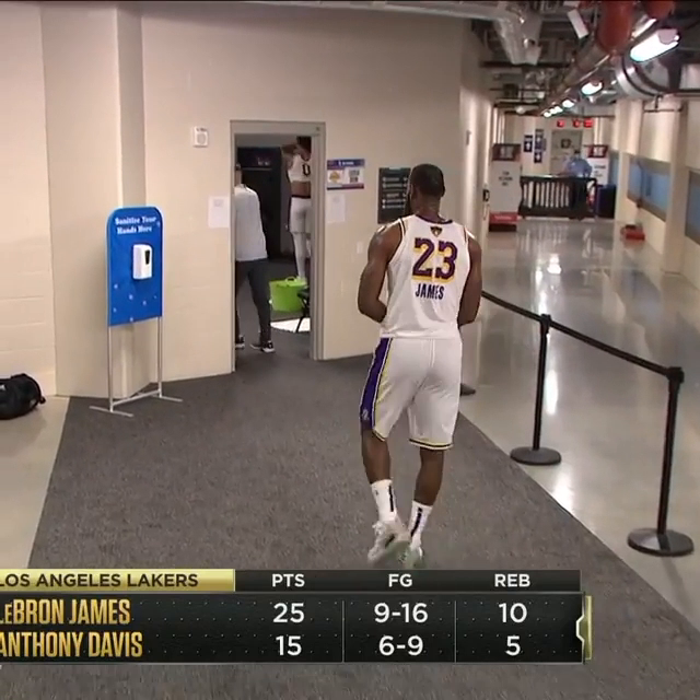 LeBron walked off the court with 10 seconds left. https://t.co/zTvwZhHDq5