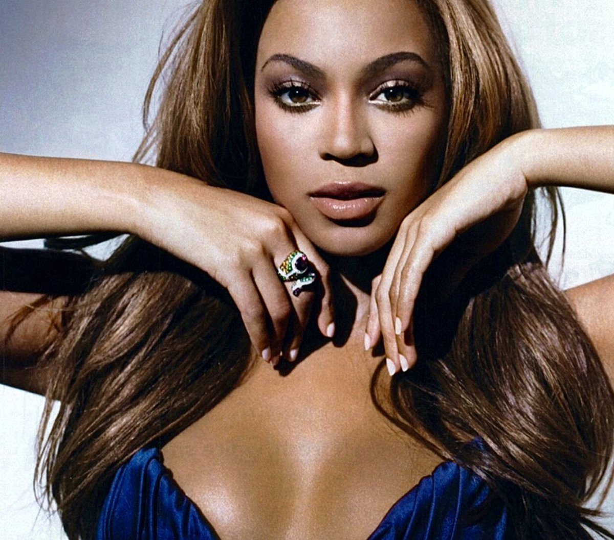 Beyoncé photographed by Cliff Watts for Cosmopolitan (December 2007)