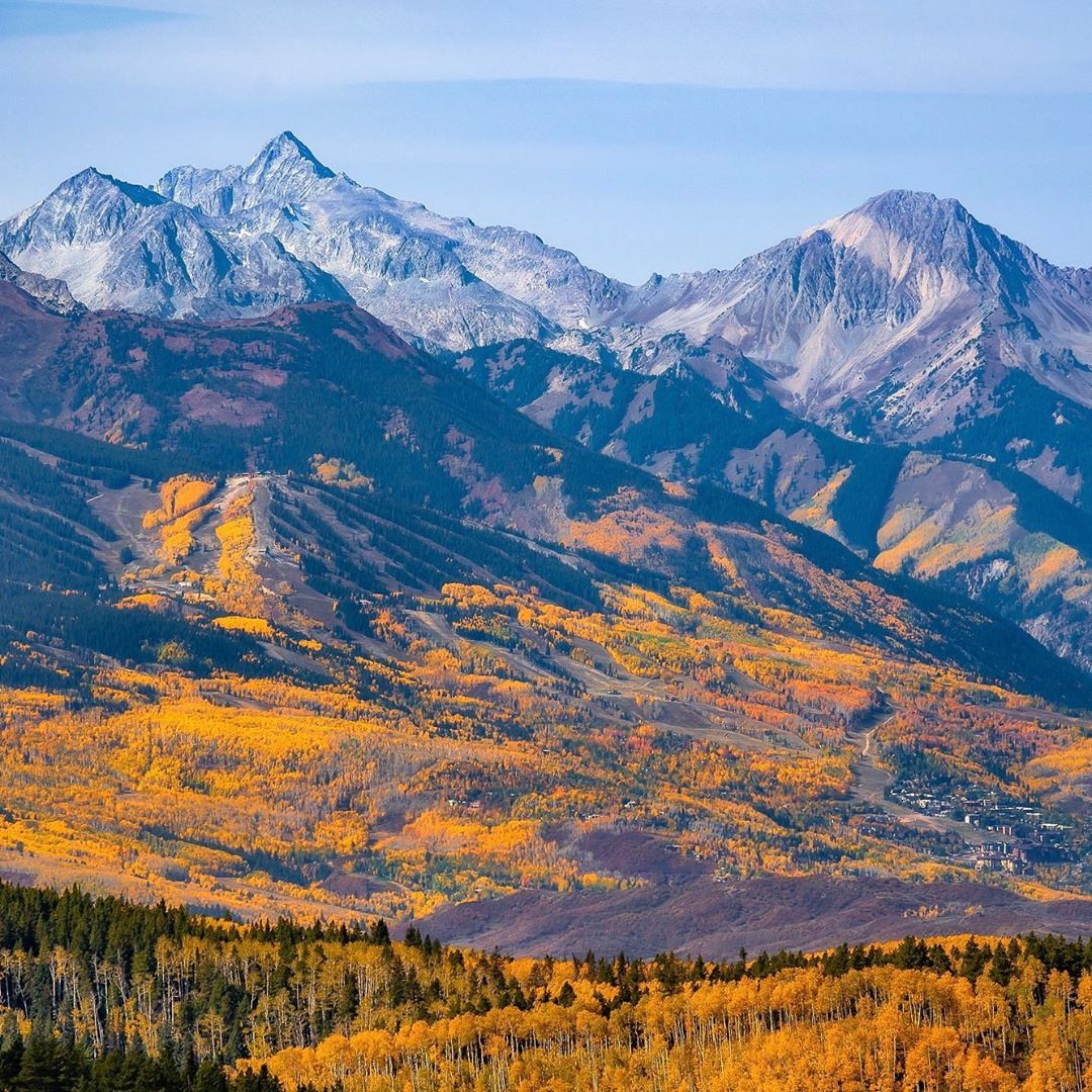"""It looks like @AspenSnowmass took the win this year for the """"prettiest fall season"""" award, what a spectacular sight to see 🍂😍  📷 : @tamarasusa https://t.co/hgfsYQWO0I"""