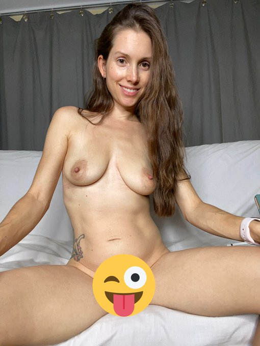 Wanna see more, DM with me, and send me pics of your cock??  Join my https://t.co/UXxJIOUwaa and let's