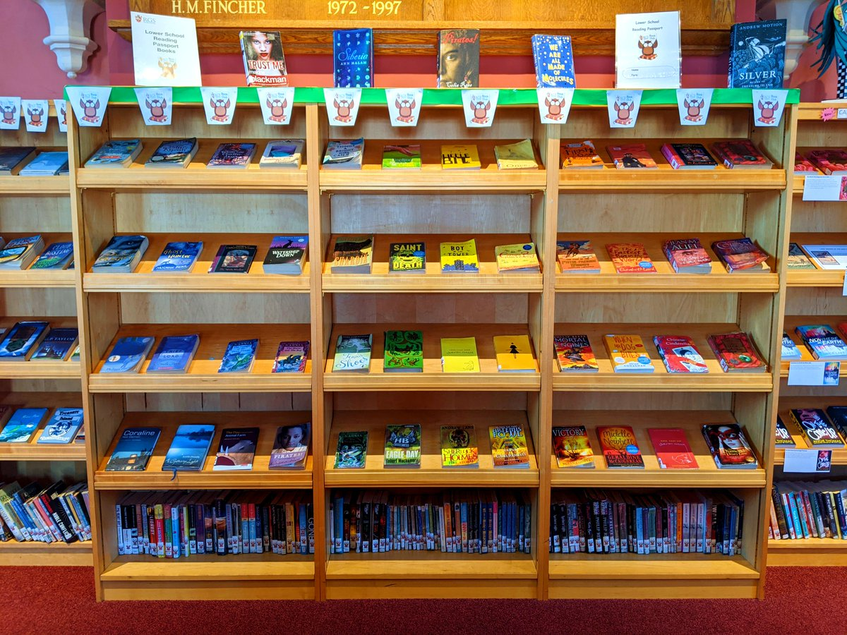 A rainbow of books -how wonderful! 🌈 📕 📗 📘 📙 #Worcesterisgreen