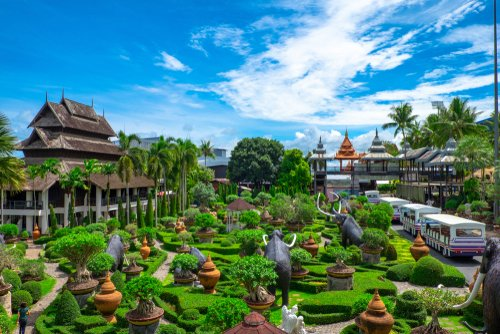 Today we visit Nongnooch Tropical Garden in Pattaya, Thailand, which stretches over 500 acres.  Open to the public since 1980, it has more than 670 native plant species & quirky exhibitions including a miniature replica of Stonehenge. @Corkcoco  @pure_cork  #purecorkwelcomes https://t.co/RdYKi3qhmi