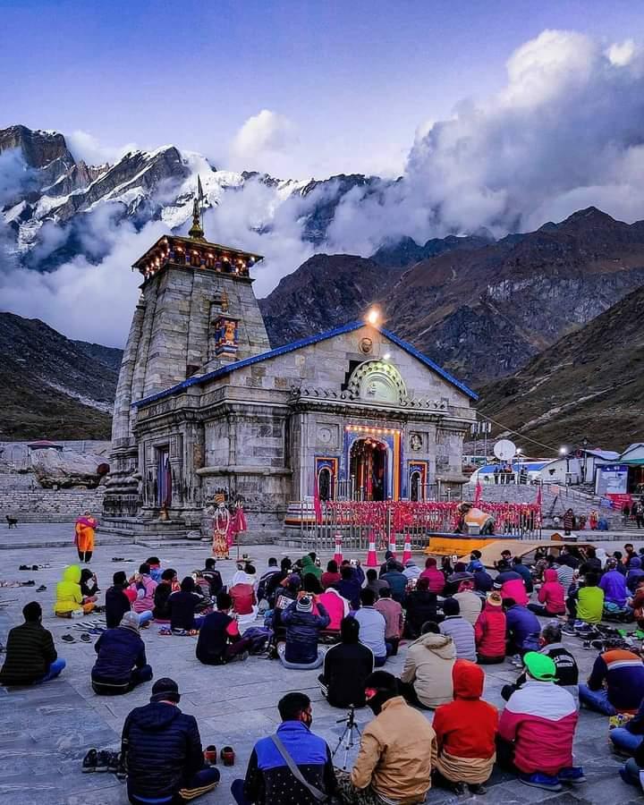 🕉️#भोले के दरबार में,दुनिया बदल जाती है रहमत से हाथ की,लकीर बदल जाती है, लेता है जो भी दिल से महादेव का नाम एक पल में उसकी #तकदीर बदल जाती है !! #हर_हर_महादेव ❤🙏  #Kedarnath_Temple,  #Uttarakhand https://t.co/eviuU5U1vh
