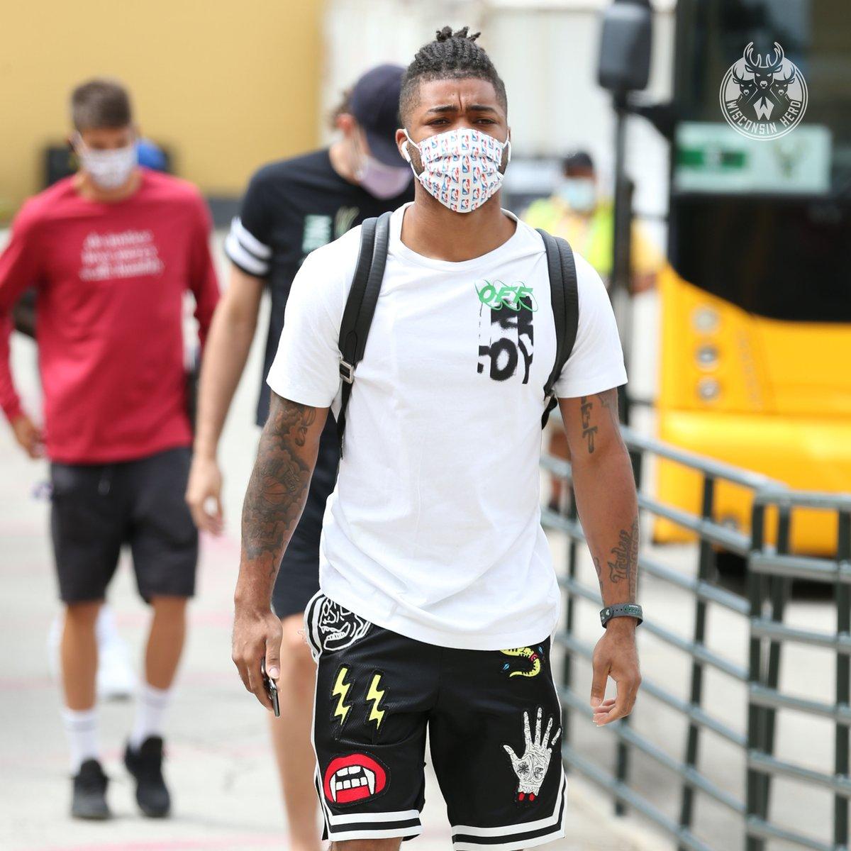 Look at our @nbagleague MVP @FrankMason0 wearing his mask man. So inspirational.  #MaskUpWI | #NBATogether https://t.co/bbszQTGBKB