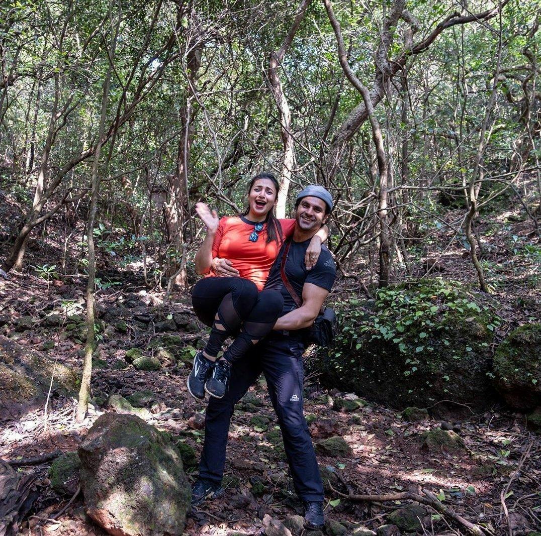 Here's @Divyanka_T and @vivekdahiya08 in the jungles of #Mahabaleshwar on their first vacation post #lockdown   #DivyankaTripathi #VivekDahiya   Pics: Vivek Dahiya/Instagram https://t.co/eRTE33Hnl0