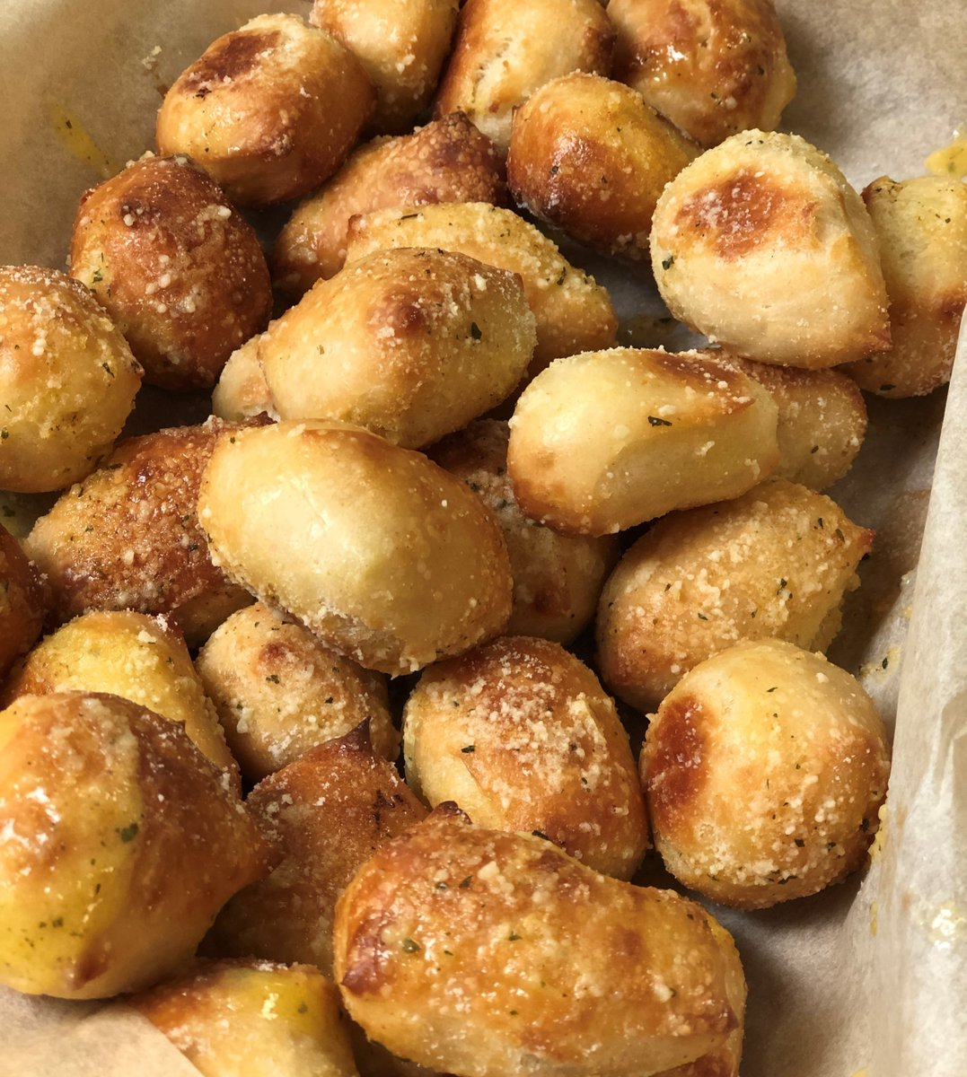 These Parmesan Bread Bites live in my head rent free. RT to put them in someone else's head too. https://t.co/ANAmyDVv5K