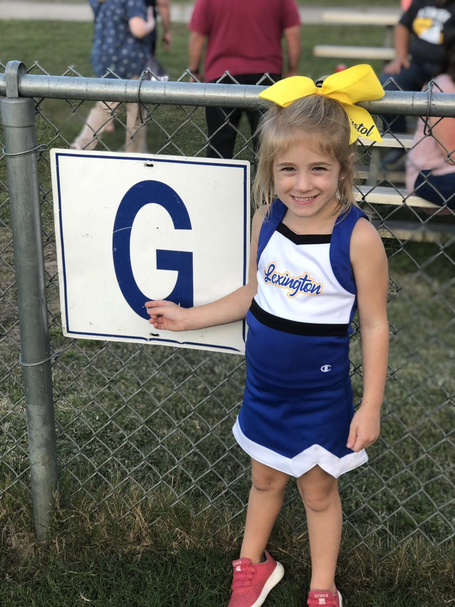"""Finding letters, even on the football field 🏈💙 Look Mom, a """"G""""!!  #Brystol #onerce #lexingtonsc #Cheerleader #goteamgo https://t.co/dNGzVdoxY7"""