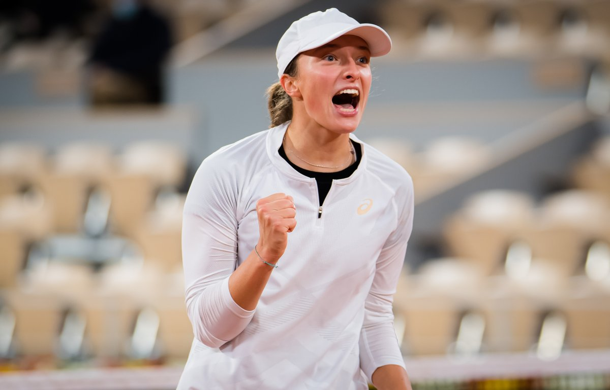🇵🇱🇵🇱🇵🇱  19-year-old Iga Swiatek is the 1st Polish woman in the Open Era to advance to the semis @rolandgarros and the 2nd ever after 1939 runner-up Jadwiga Jedrzejowska.  Swiatek defeats Martina Trevisan 63 61. Has not lost a set.  Faces Podoroska for a spot in the final.   #RG20 https://t.co/MzlLlHNBUR